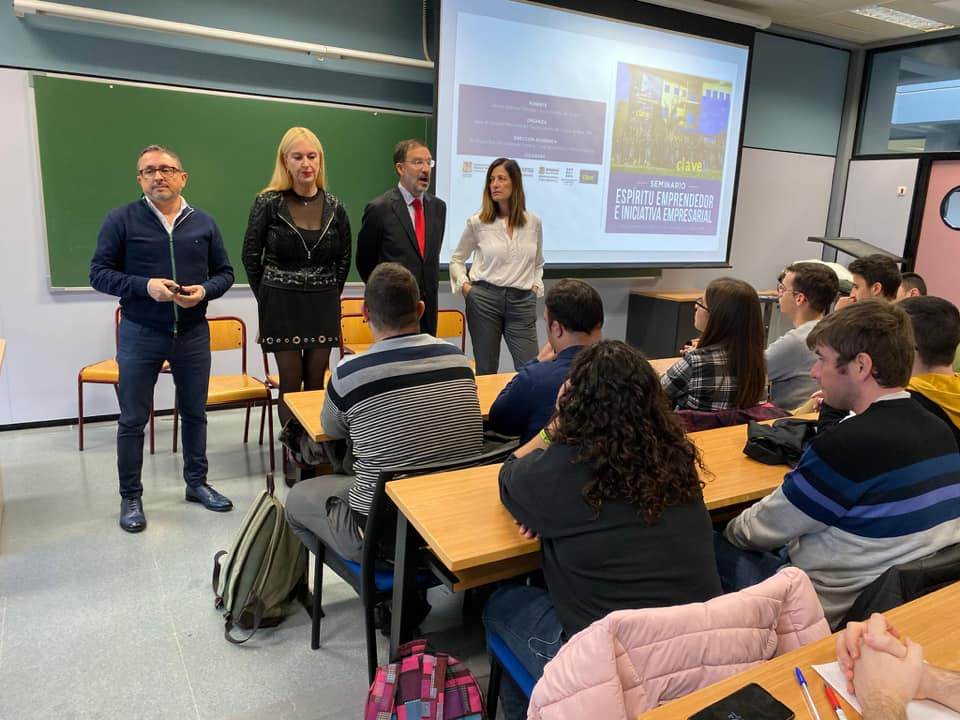 Foto de la charla sobre experiencia empresarial impartida por Vicente Ballester